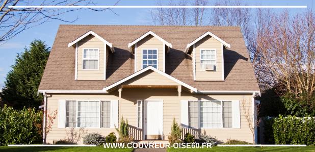maison de campagne avec trois fenetre et beau toit