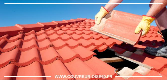 remplacement d'une tuile endommagée sur le toit