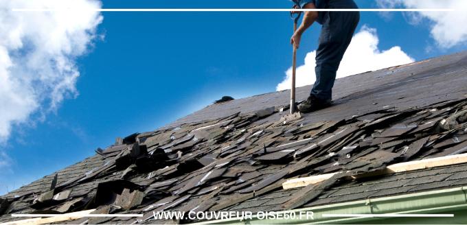 toit noire étant endommage racle par couvreur